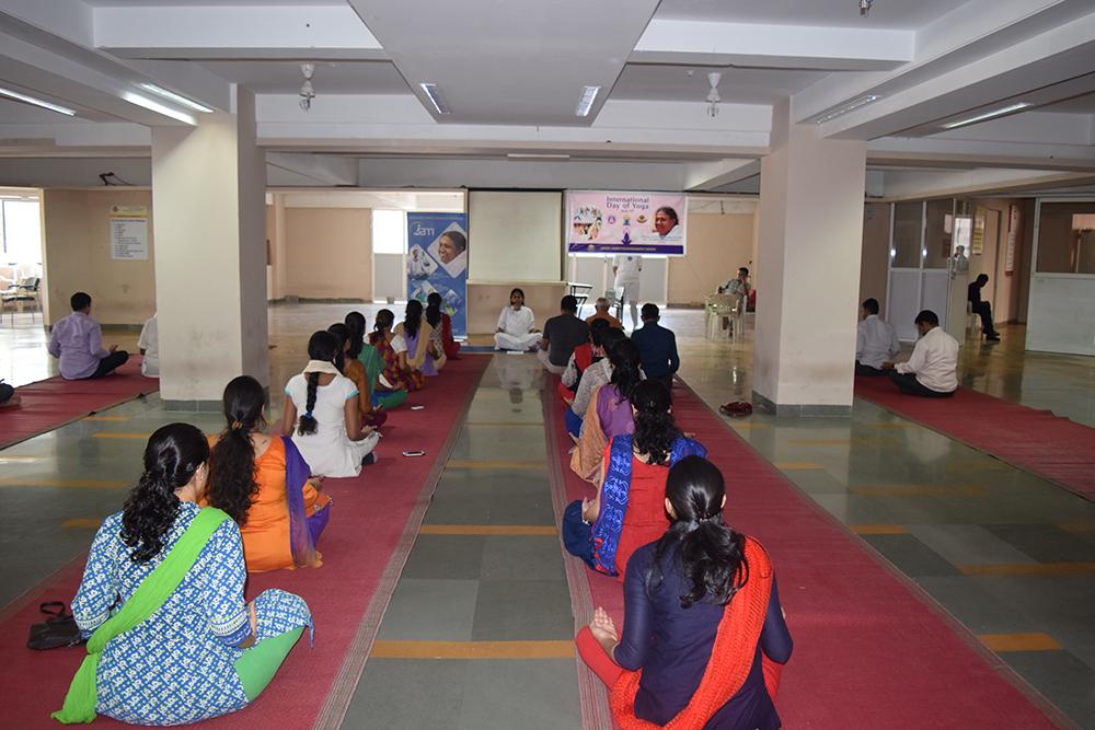DY-Patil-Engineering-college-teachers-01.jpg