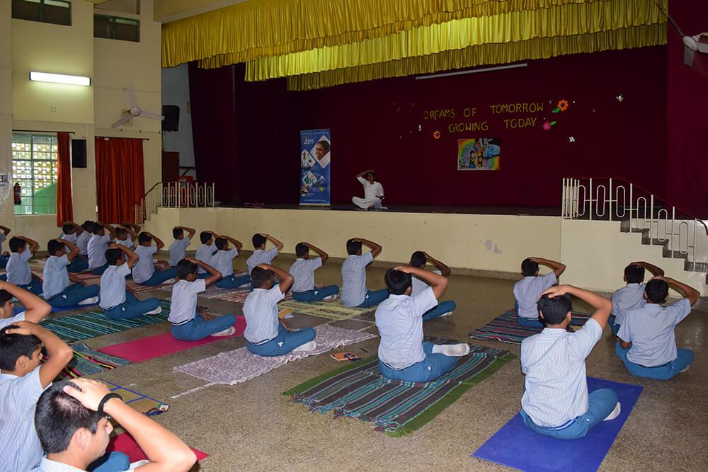 Kamalnayan-Bajaj-School-Students-01.jpg