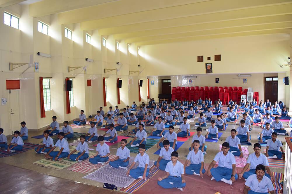 Kamalnayan-Bajaj-School-Students-02.jpg