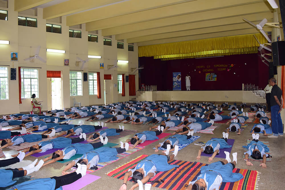 Kamalnayan-Bajaj-School-Students-03.jpg
