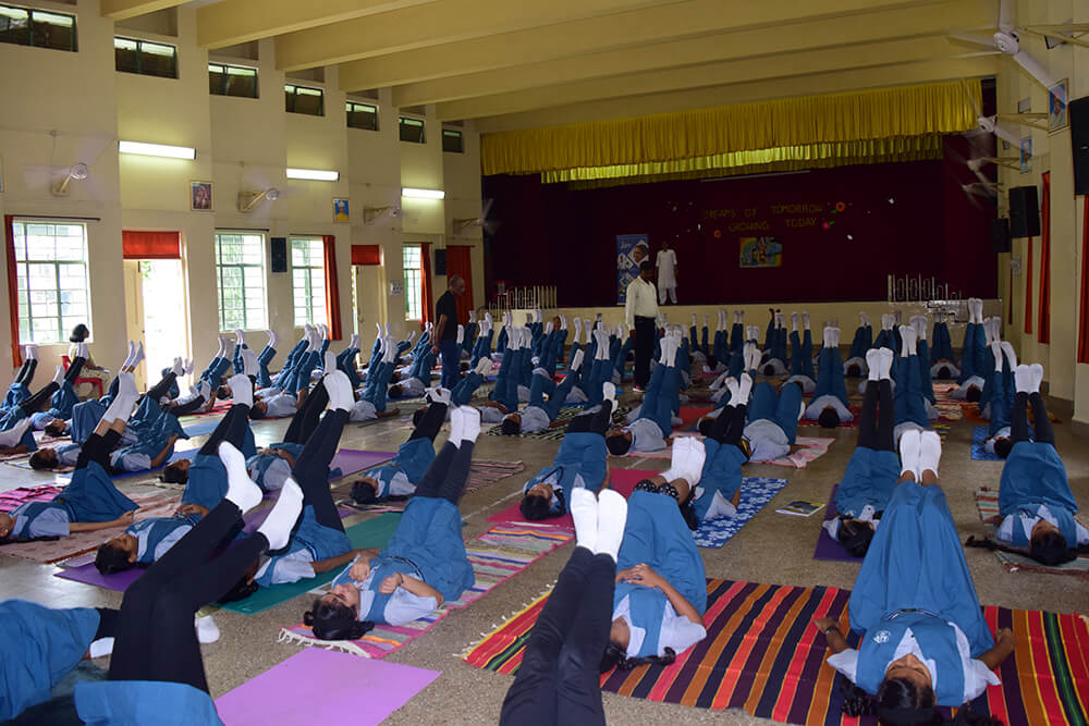 Kamalnayan-Bajaj-School-Students-04.jpg